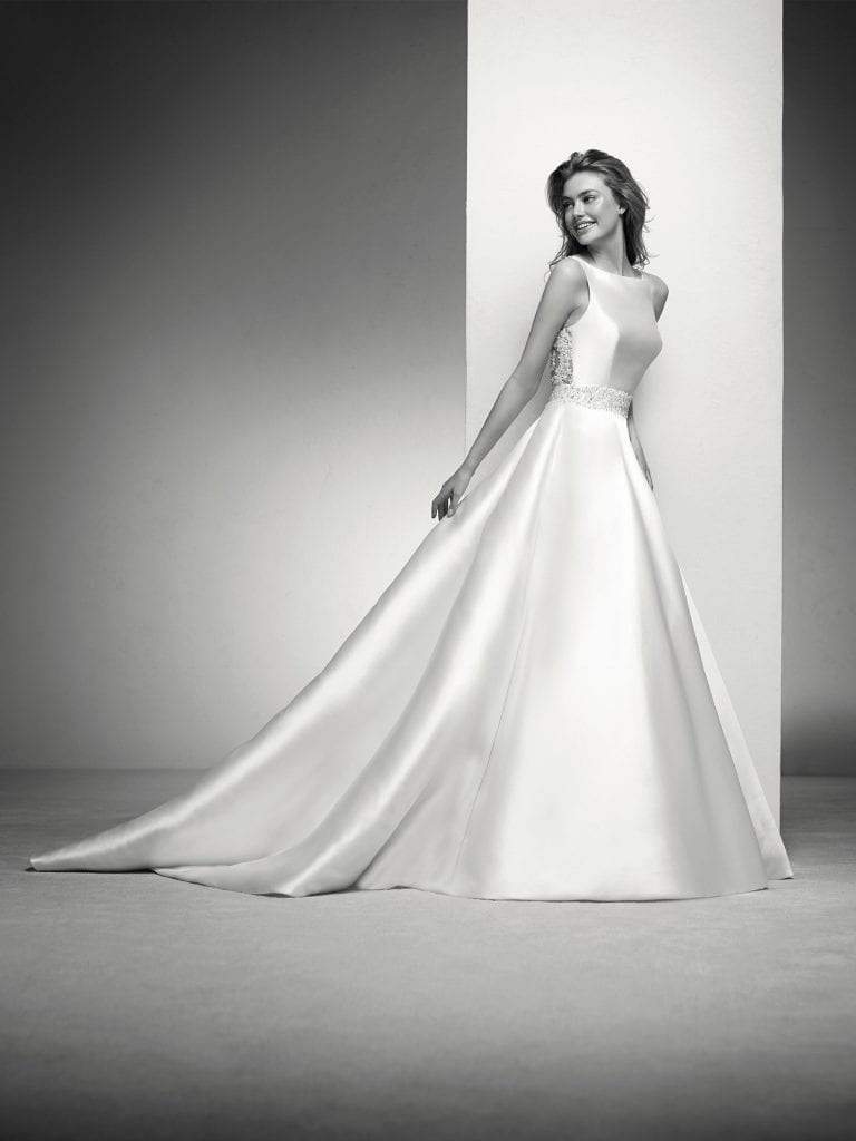 Wedding dress with princess cut and bateau neckline